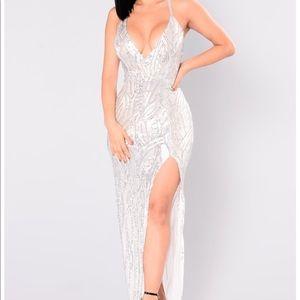 Fashion Nova LIVING A DREAM SEQUIN DRESS - SILVER